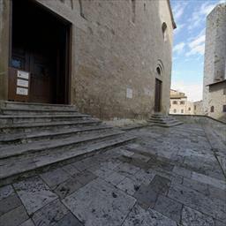 Piazza Del Duomo San Gimignano Italy
